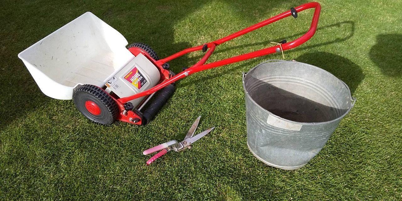 芝刈りに使う道具です