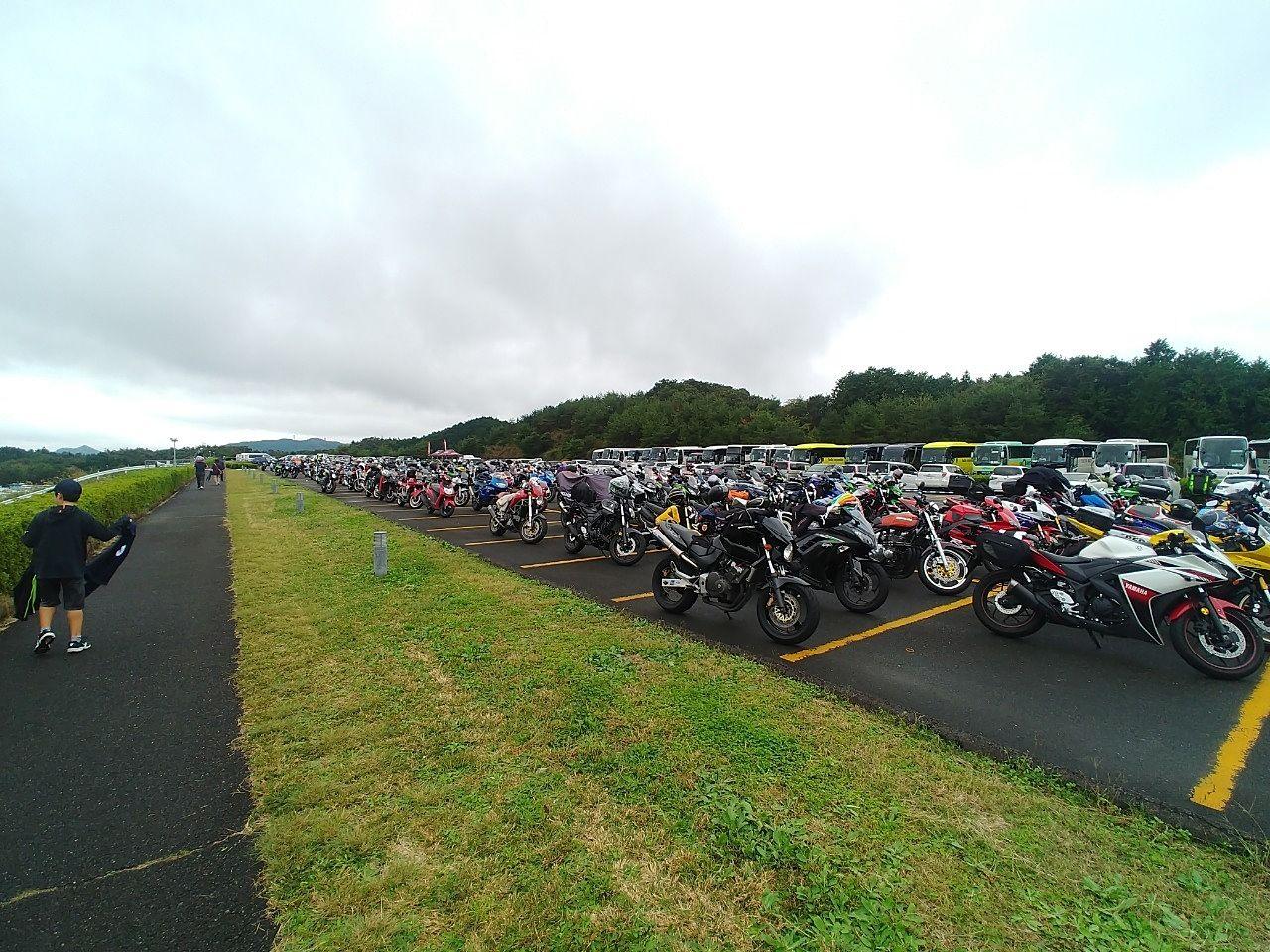 tウインリンク茂木では、たくさんのバイクが停まっていました