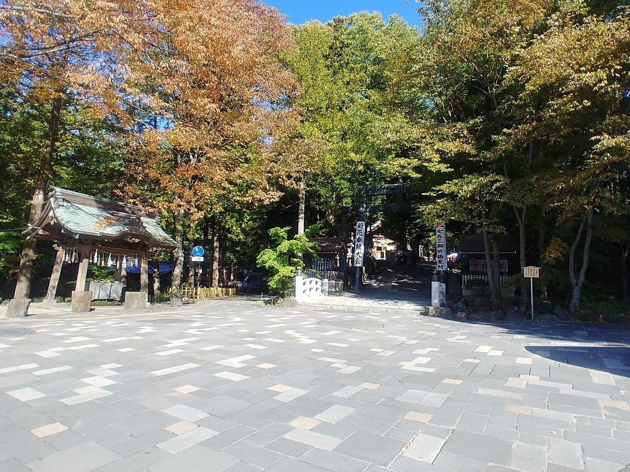 下社秋宮の入口