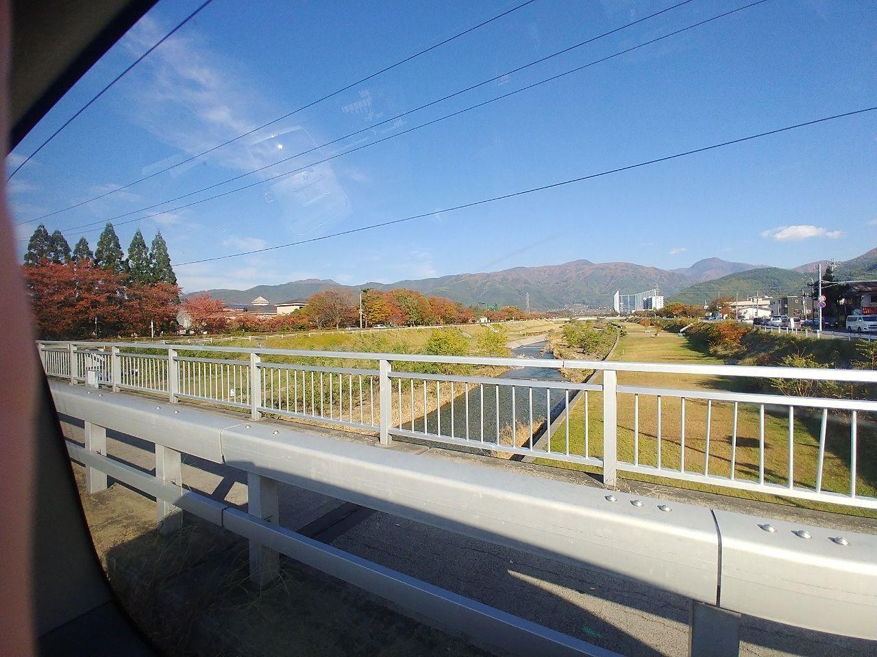 紅葉した松本市薄川