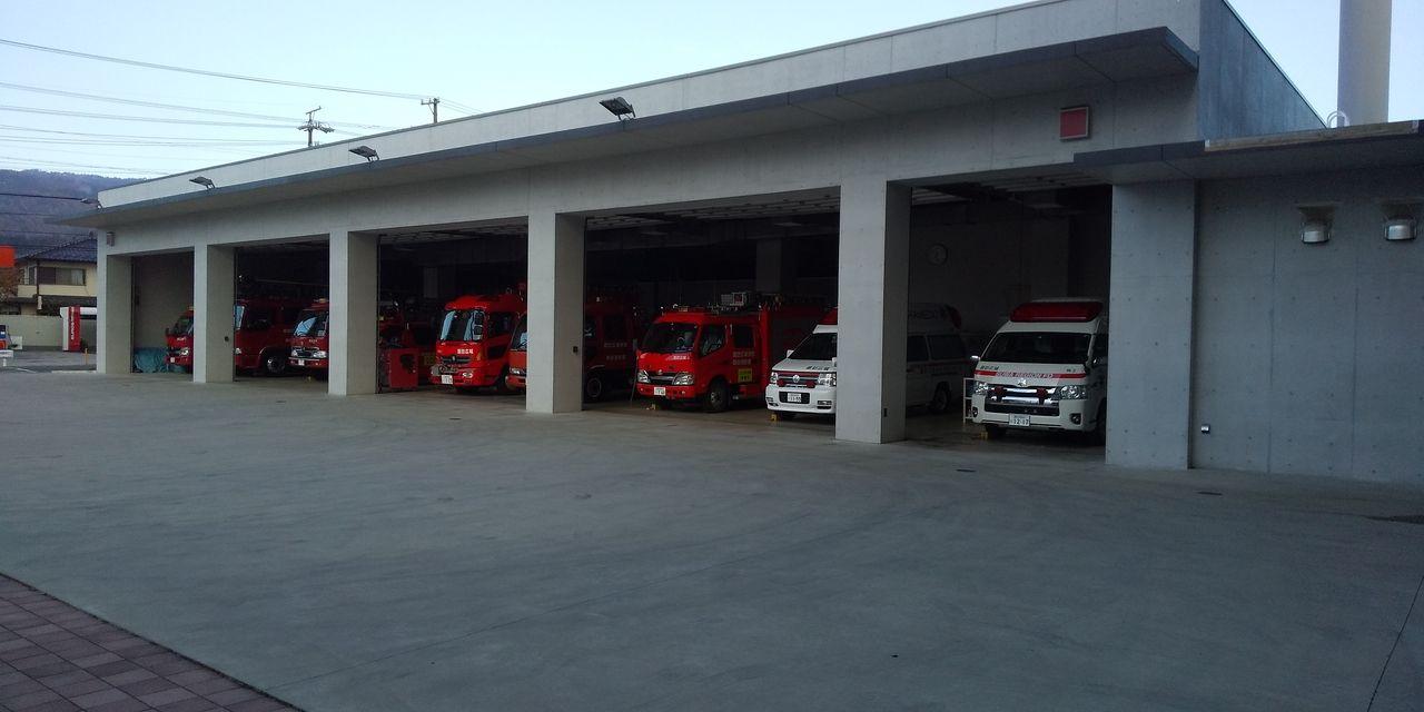 岡谷消防署車庫前の様子