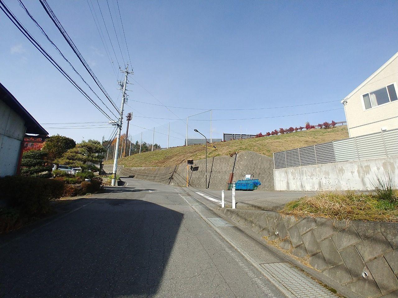 岡谷球場裏手の道路