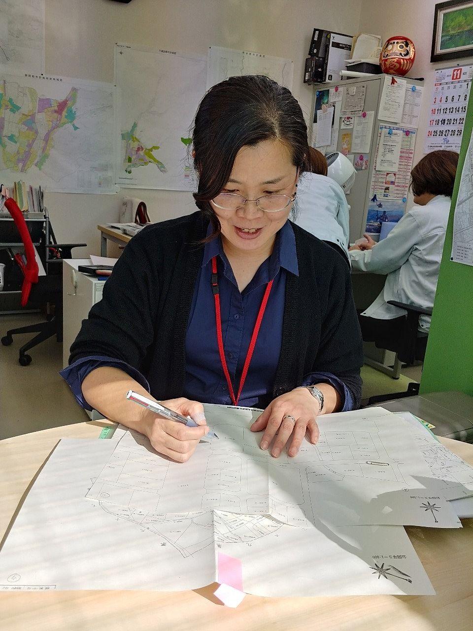 スタッフ紹介第2弾は、宅地建物取引士の資格をお持ちの山田晃子さん♪官公庁勤務の経験や独学でこの道へ踏み出した経歴、頼りになります!