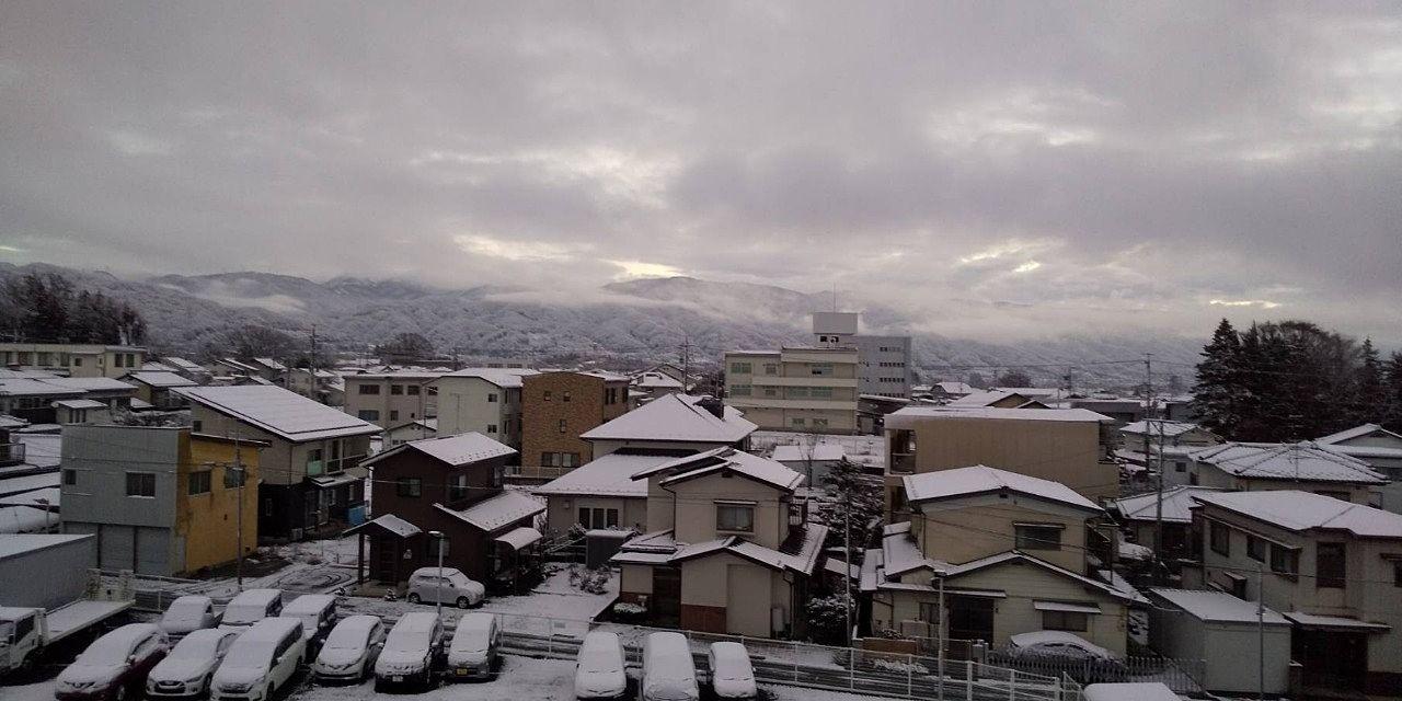 雪景色の岡谷市内