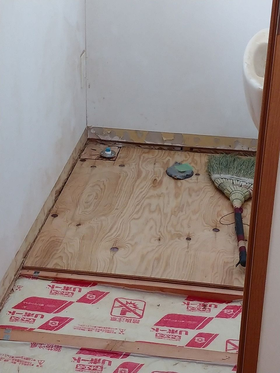 床板を取り除いたところ