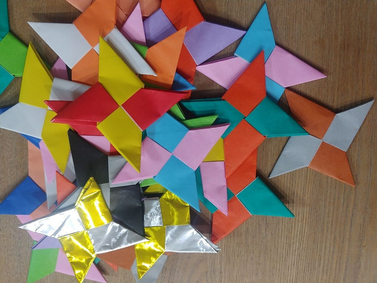 折り紙で作った手裏剣