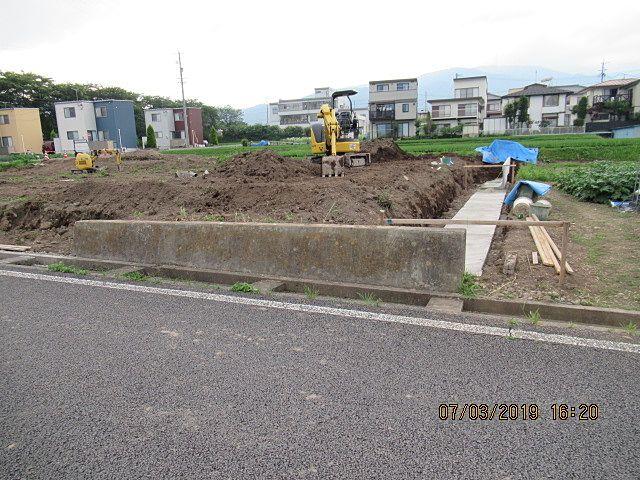 境界部分に構造物を設置するにはお隣りさんのご協力が有ってこそできます。 ありがとうございます。