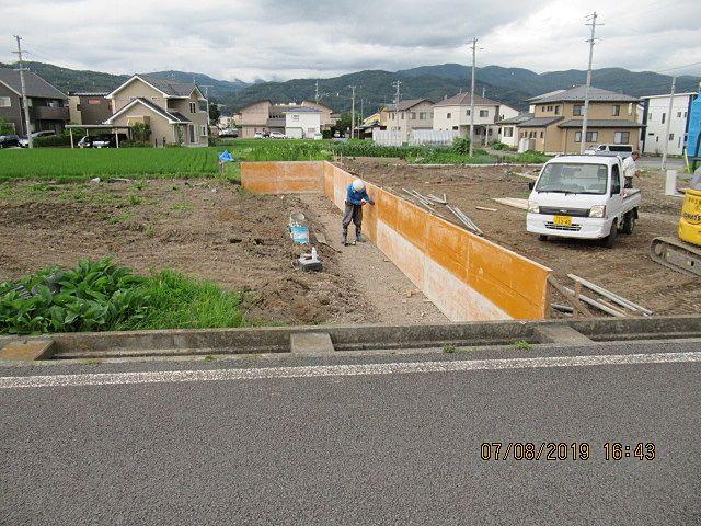 2号区画の私道を盛土するためのコンクリート擁壁の型枠です。