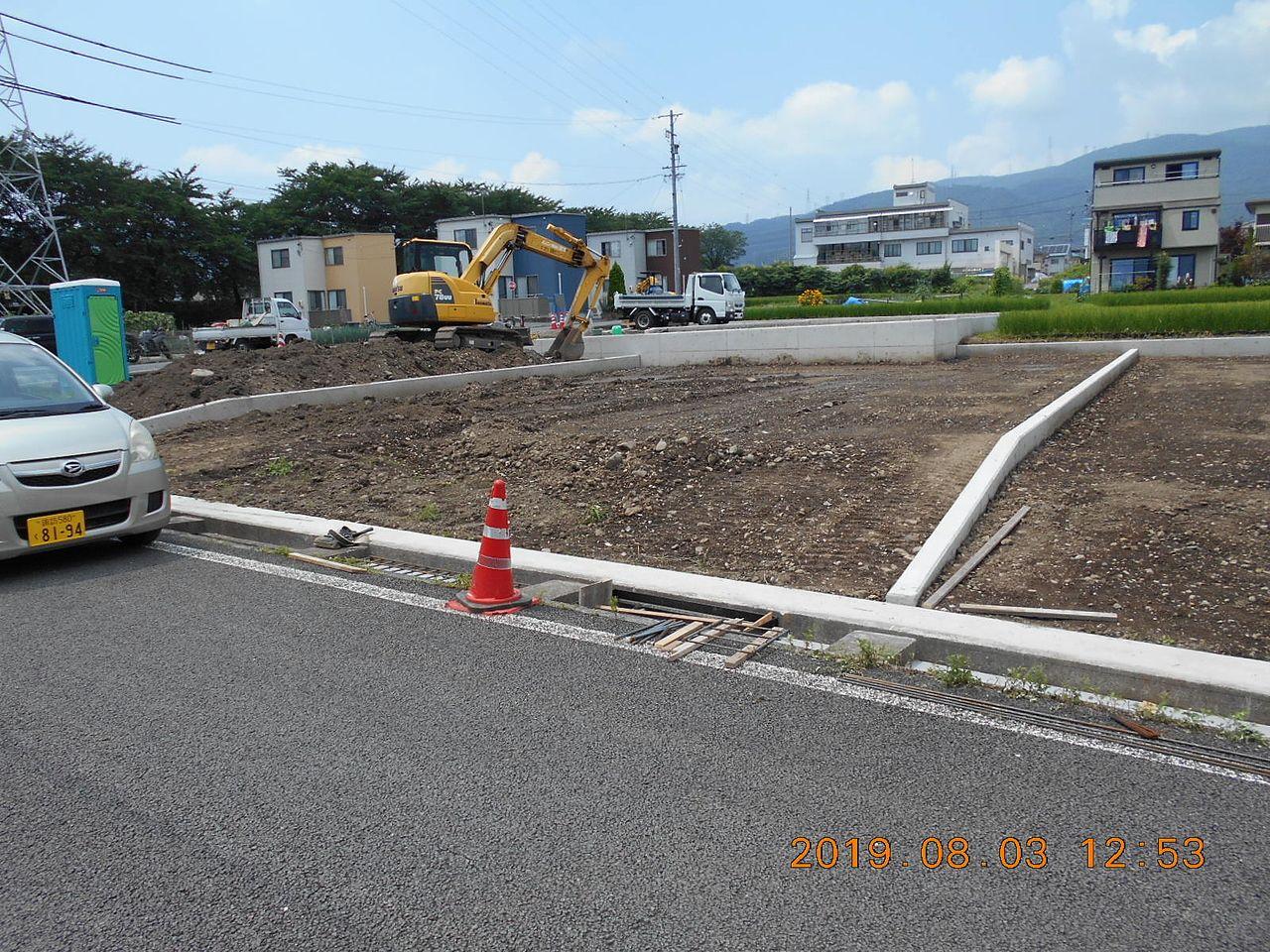 3号区画と隣り合わせに、水路にコンクリートの蓋を造ります。4mに1ヶ所の割合でグレーチング(金網)を設置します。