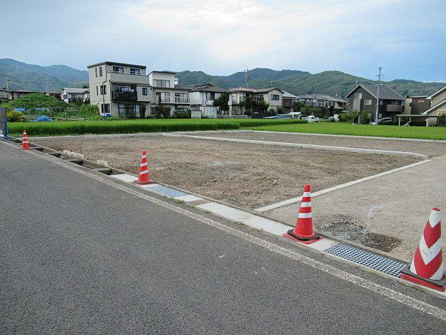 綺麗な長方形の地形。 建物と駐車場・庭などゾーニングがし易そうな形状です。