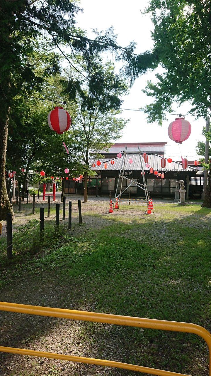 八幡社の境内へ行って来ましたよー!大きな木が茂っていて、午後一番暑い時間でしたが境内はとっても涼しく感じられます♪盆踊りの準備ができていました。公園には、遊具もありお散歩にはちょうど良い場所で…