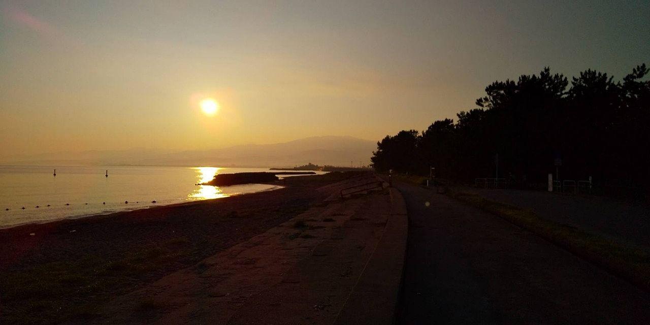 浜黒崎海岸で旭を望みました